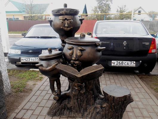 ВБорисовке установили скульптурную композицию считающими горшками