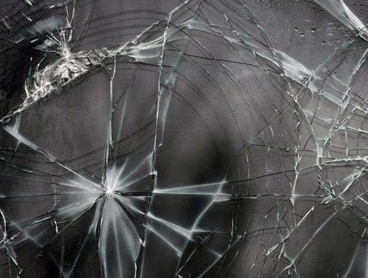 В Старом Осколе осудили мужчину, разбившего дверь магазина при попытке кражи