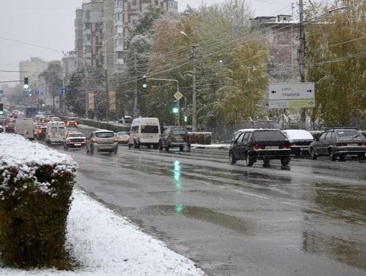 ВБелгороде наопасных участках дорог выставили машины спротивогололёдной смесью