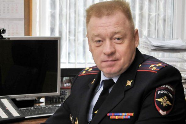 Начальник первоуральской полиции Олег Грехов поздравляет работников и ветеранов уголовного розыска с профессиональным праздником