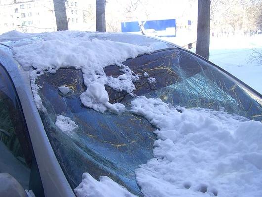 Белгородец отсудил 45 тысяч рублей ууправляющей компании за снег, упавший на машину