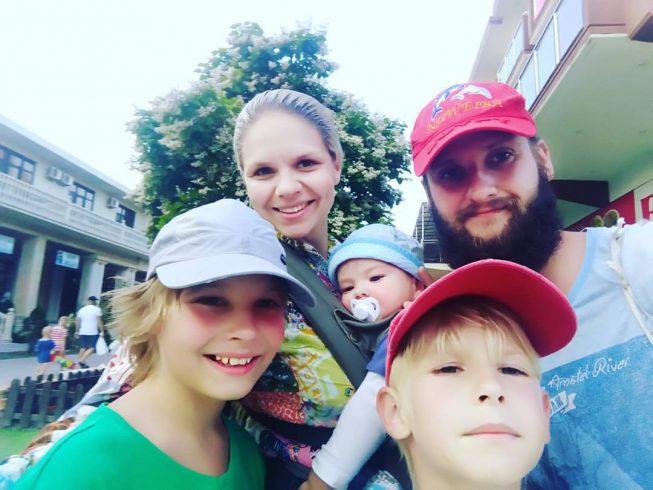 Многодетная семья из Ревды отправилась в кругосветное путешествие