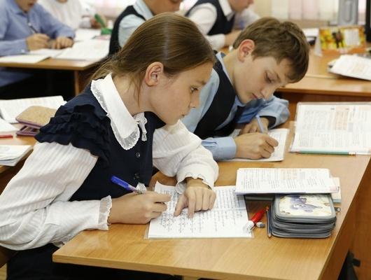 Евгений Савченко попросил семейных врачей заняться детским сколиозом