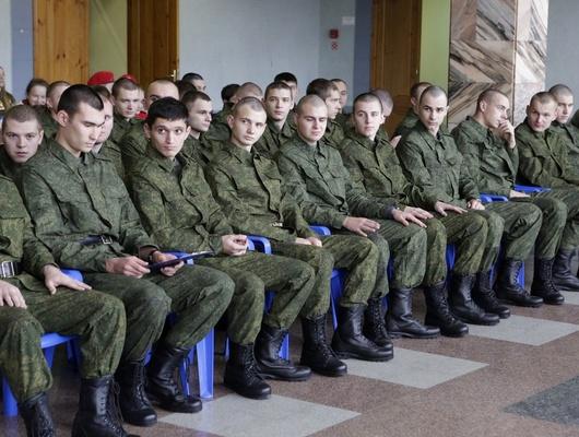Солдаты, впуть! Длячего молодые белгородцы идут служить вармию