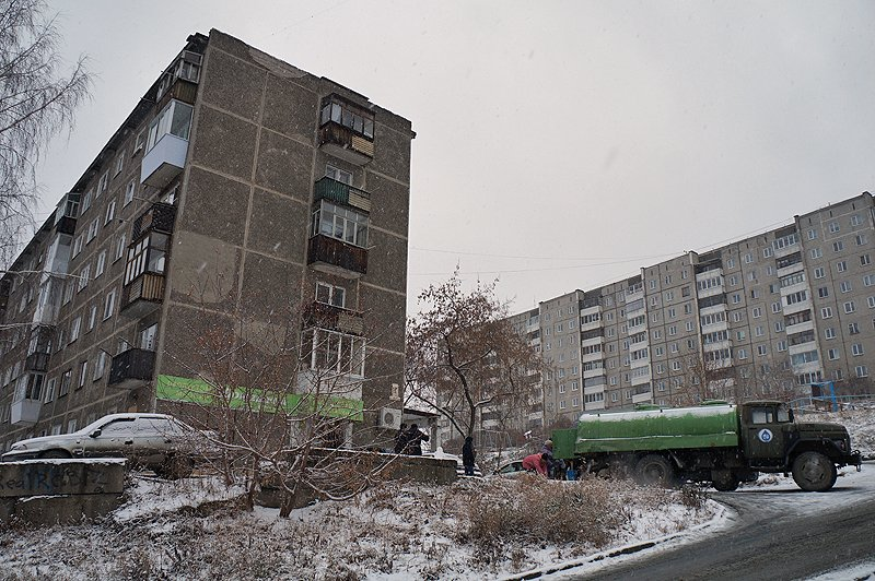 В Первоуральске в районе улицы Емлина и проспекта Ильича вторые сутки нет ни горячей, ни холодной воды