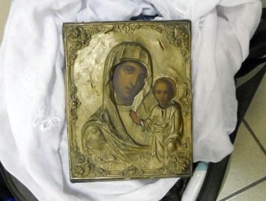 Белгородские таможенники недали ввезти вРоссию старинную икону