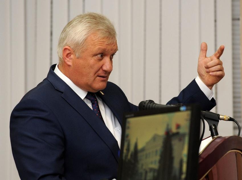 Старооскольские депутаты отправили в отставку главу округа Александра Гнедых