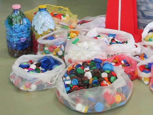 4тонны пластика. Чемзакончилась благотворительная акция посбору крышек отбутылок