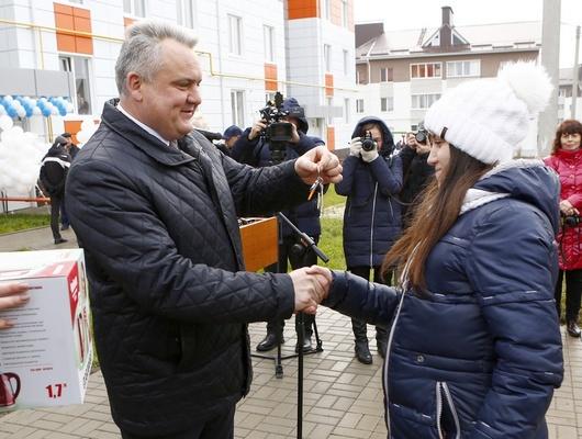 Белгородские сироты въехали всобственное жильё