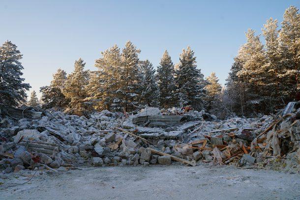 От гостиницы у стелы Европа-Азия осталась груда камней