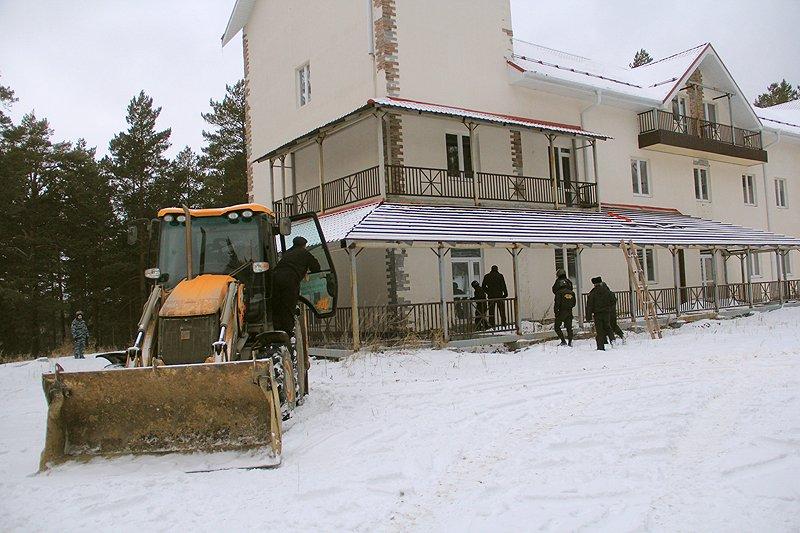 В районе комплекса «Европа-Азия» сносят гостиницу. Видео