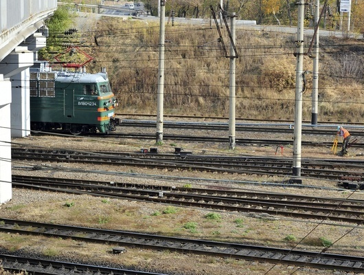 Напереезде подБелгородом товарный поезд протаранил иномарку