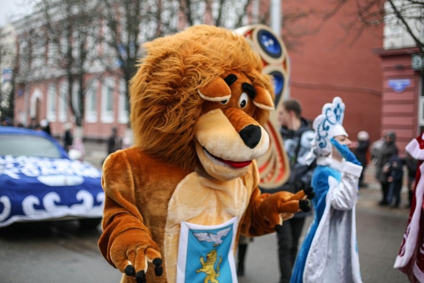 Парад Дедов Морозов иСнегурочек открыл новогодние торжества вБелгороде
