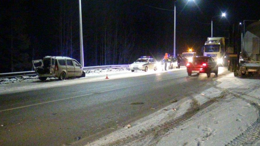 В ДТП на трассе погибла двадцатилетняя девушка. Видео