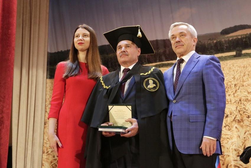 Лауреаты премии имени Василия Горина получили по500тысяч рублей
